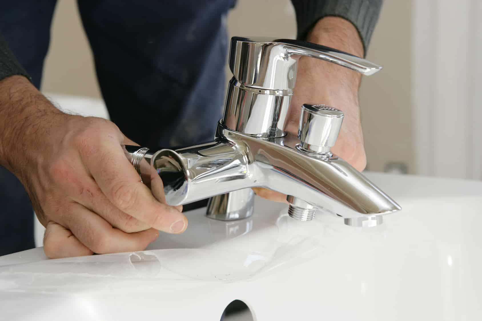 Poser un mitigeur ou mélangeur sans soudure