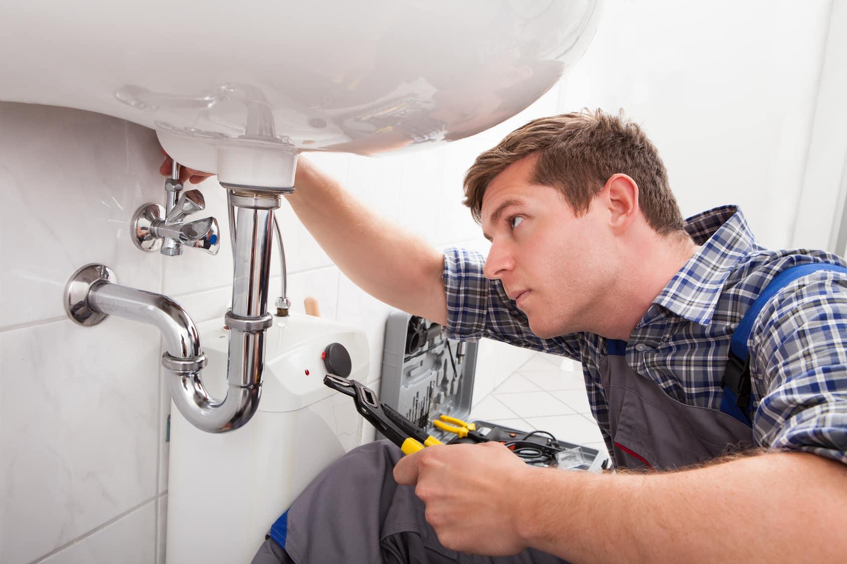 Installer un lavabo dans une salle de bain : toutes les étapes
