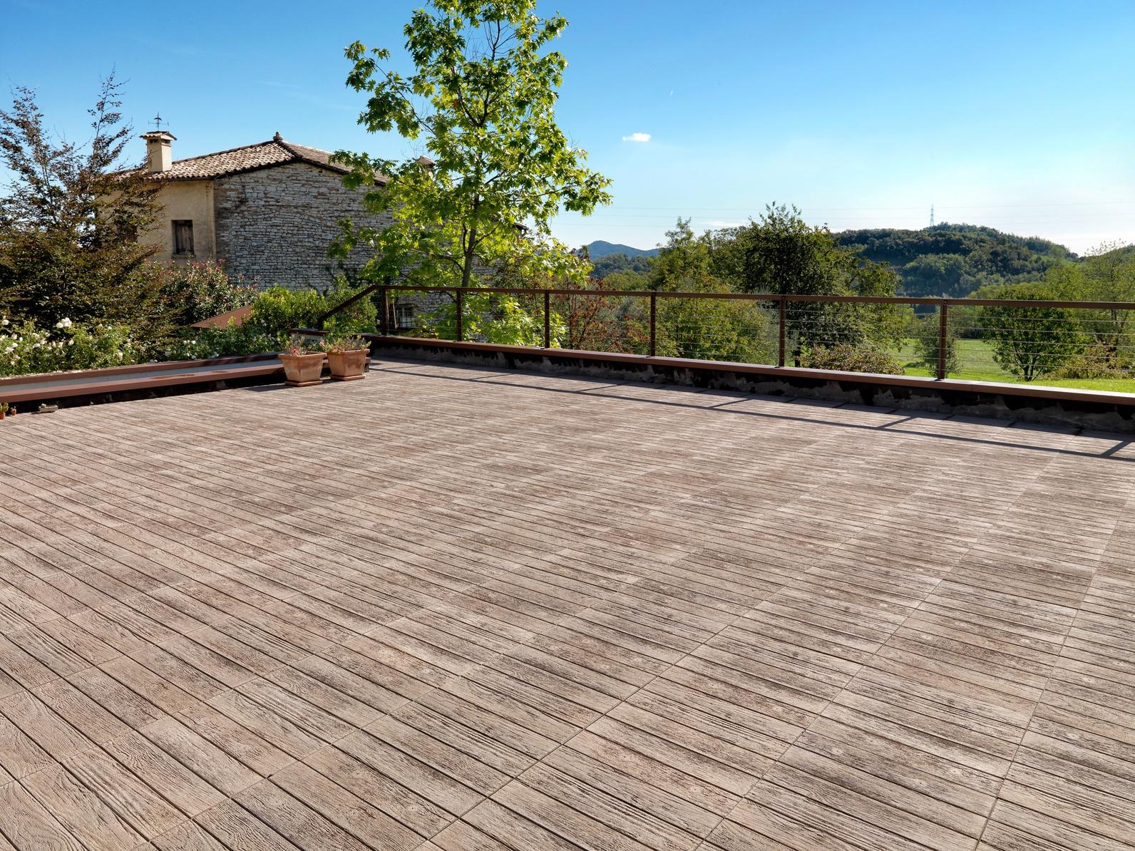 Produit Pour Nettoyer Terrasse En Bois les tarifs de rénovation d'une terrasse en bois