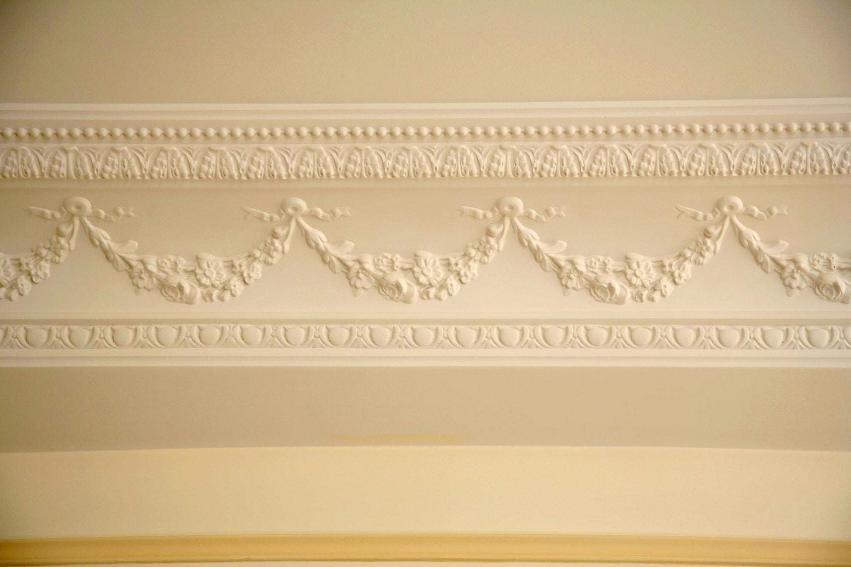 Goulotte Pour Plafond pose de moulure au plafond