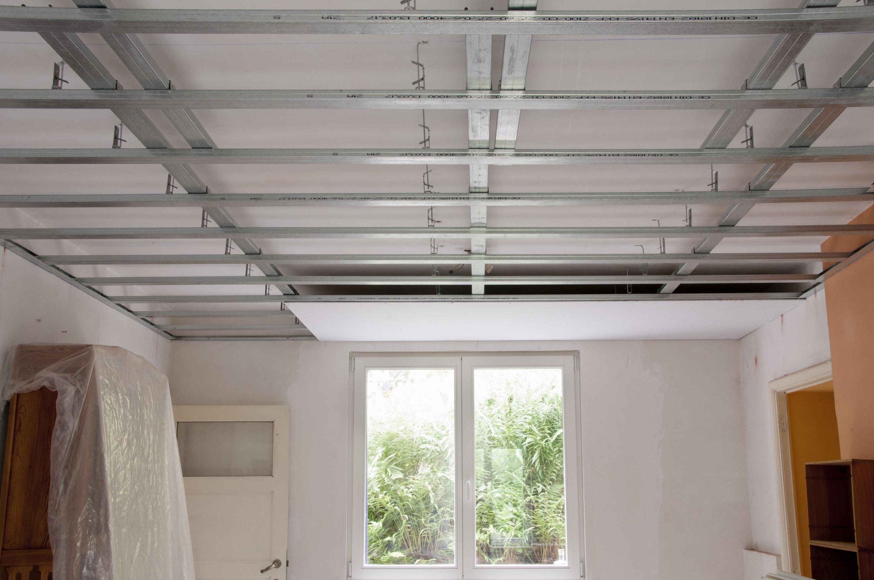 Faux Plafond Suspendu En Dalles Isolantes faire un faux plafond